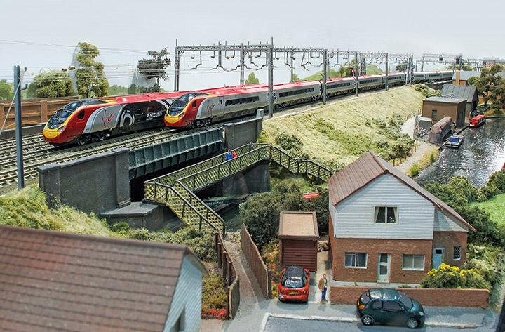 pendolino deliveries and the latest news from rapido revolution trainsstandard and alstom pendolinos pass on wyre forest mrc\u0027s \u201ckinlet wharf\u201d at the warley national model railway exhibition photo courtesy rapido trains